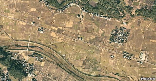 廃飛行場の滑走路を空からながめて見ると…… :: デイリーポータルZ