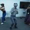 VR体験をしている人とゴーグルをかぶっているだけの人を見分けられるか